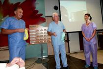 Dr. Tizedes György - orvosigazgató, Professor James Frame – Anglia, és Ollári Andrea a Silimed kelet-közép európai ügyvezetője